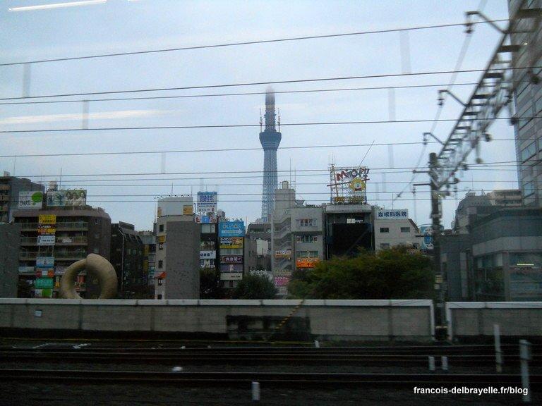 Dernière image de Tokyo : la Tokyo Sky Tree encore en construction...