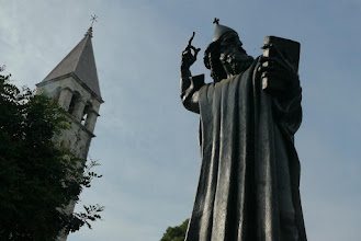 Photo: Statue of Gurgura Ninskog, outside North Gate of Diocletian Palace, Split