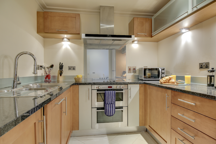 Fully equipped kitchen at South Quay Serviced Apartments, Canary Wharf