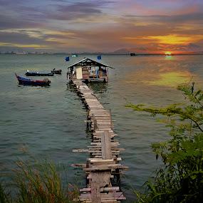 Jelutong 2, Pulau Pinang. by Hendrik Cuaca - Landscapes Travel