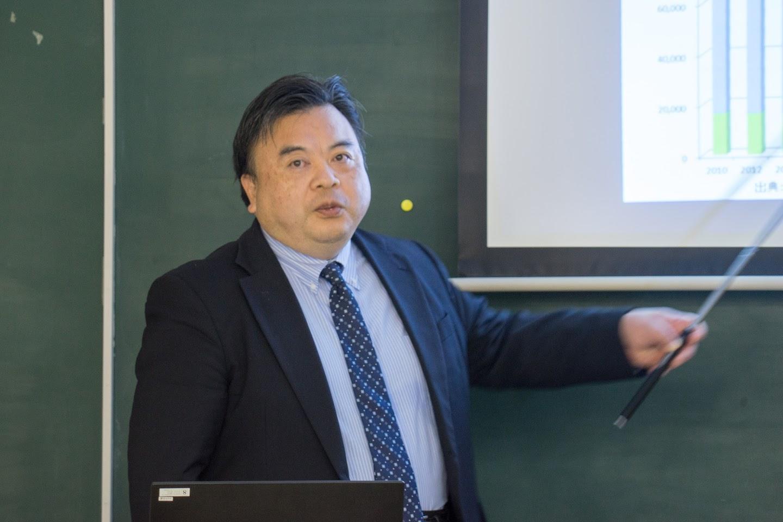 オリーブオイルテイスティング・パネルスーパーバイザーの鈴木俊久氏