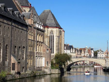 Aannemer in haven van Antwerpen - Culinaire wandeling met boottocht in Gent