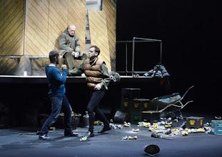"""Photo: EISWIND von Arpad Schilling - ein """"Anti-Orban-Projekt im Wiener Akademietheater. Premiere am 25.5.2016. Inszenierung: Arpad Schilling. Zoltan Nagy, Falk Rockstroh, Martin Vischer.  Copyright: Barbara Zeininger"""