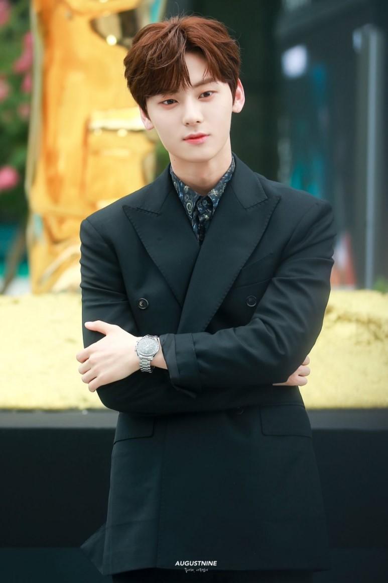 hwang minhyun suit 10
