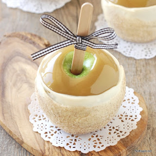 Apple Pie Caramel Apples.