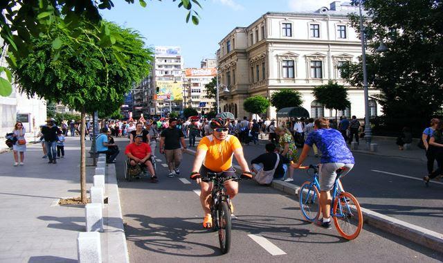 Bikers on Bucharest Victoria Avenue