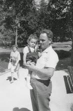 Photo: Conrad mit Christine. 1962
