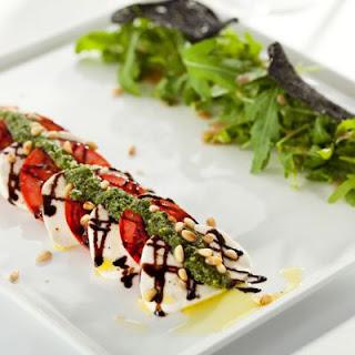 Olive Garden-Inspired Caprese Salad With Pesto