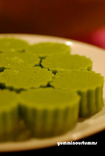 Pandan-leaf agar-agar jelly green