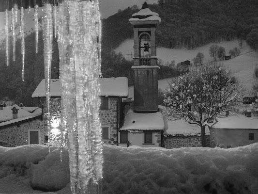 Stalattiti di ghiaccio presso S. Antonio Serina BG