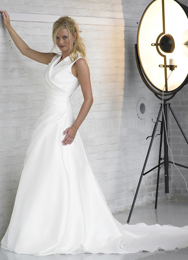white-wedding-dresses/gowns