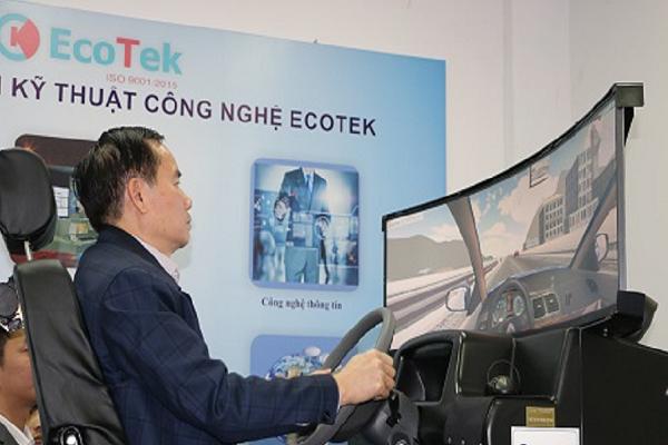 Tổng cục trưởng Tổng cục Đường bộ VN trực tiếp đến tham quan và trải nghiệm mô hình thiết bị tập lái 3D