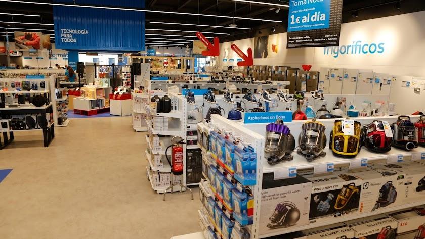 Interior de la tienda Worten de El Ejido.
