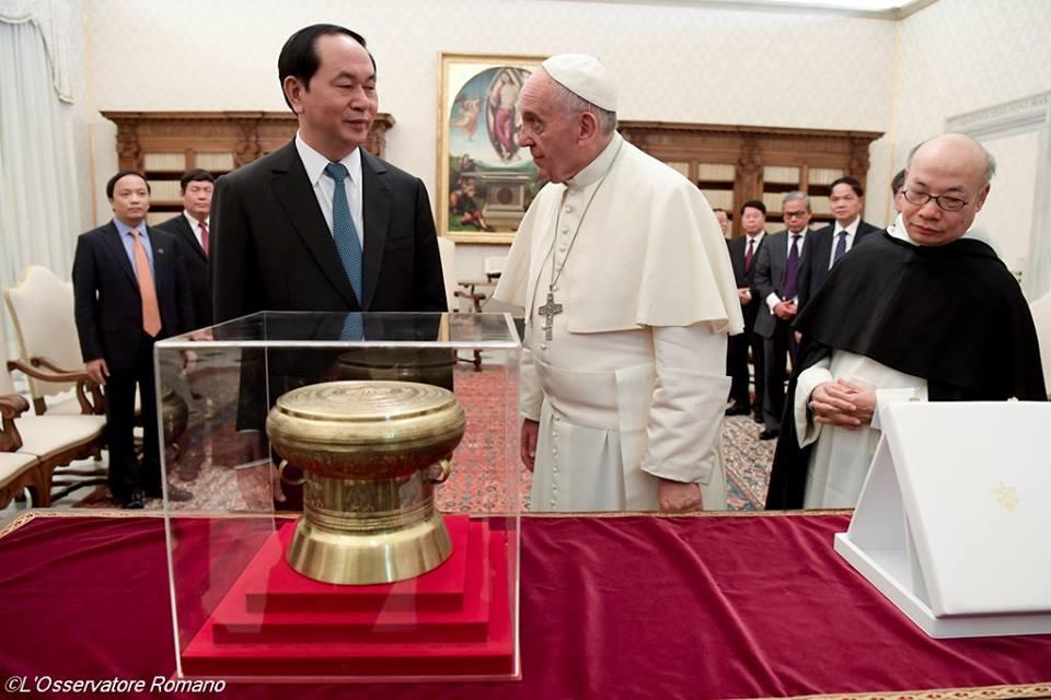 Đức Thánh Cha gặp gỡ chủ tịch Việt nam trong một buổi tiếp kiến riêng