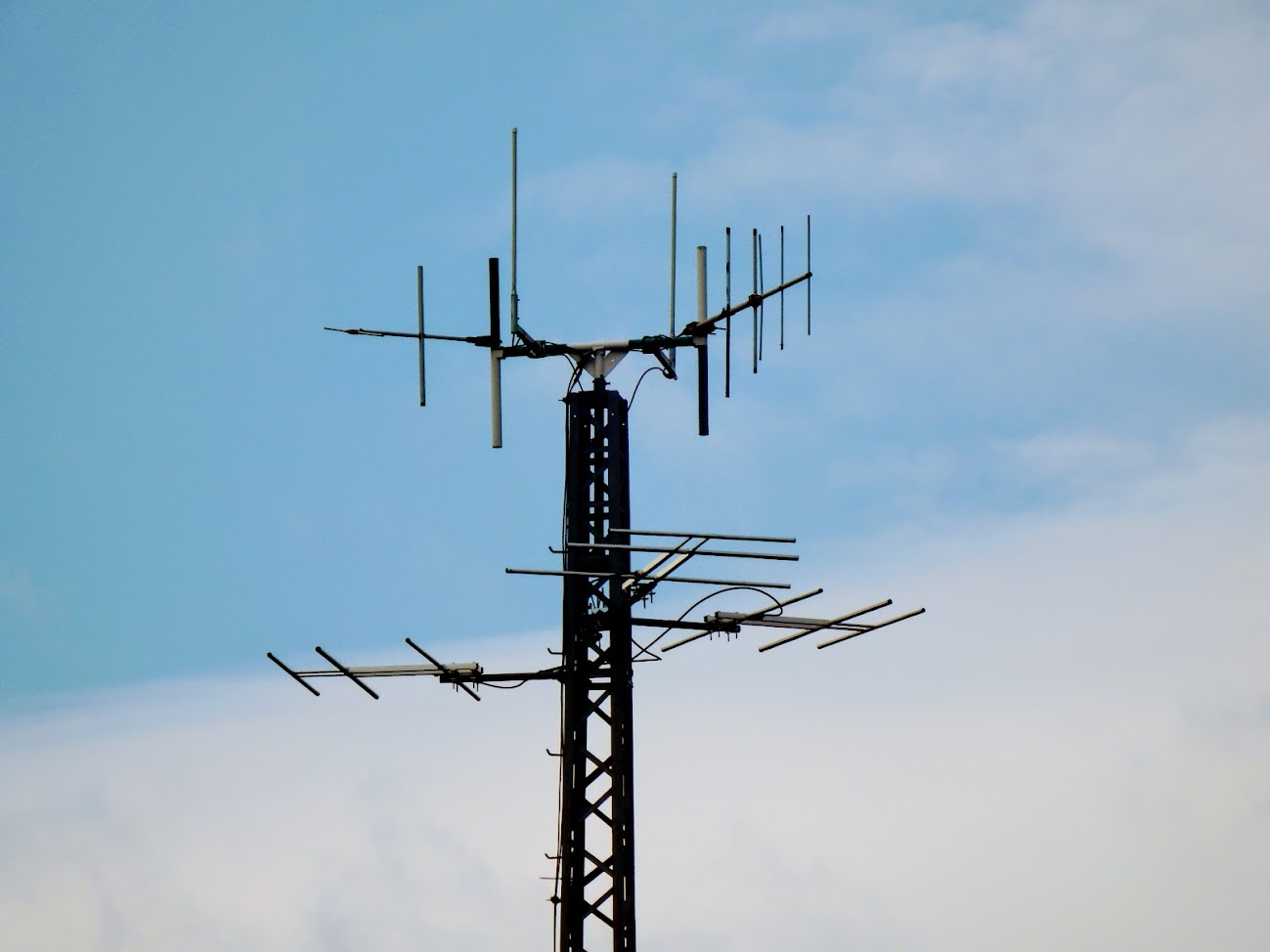 Vác/Mentős köz - helyi URH-FM adóállomás