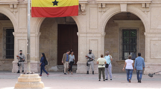 La miniserie holandesa 'BuZa' se despide de Almería rodando en la Plaza Vieja