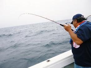 Photo: 弓削さんも本命らしき魚がヒット!