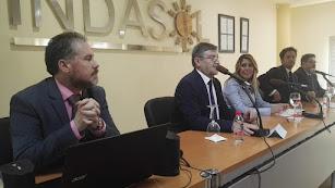 Visita de la presidenta andaluza a las instalaciones de Indasol, este viernes.