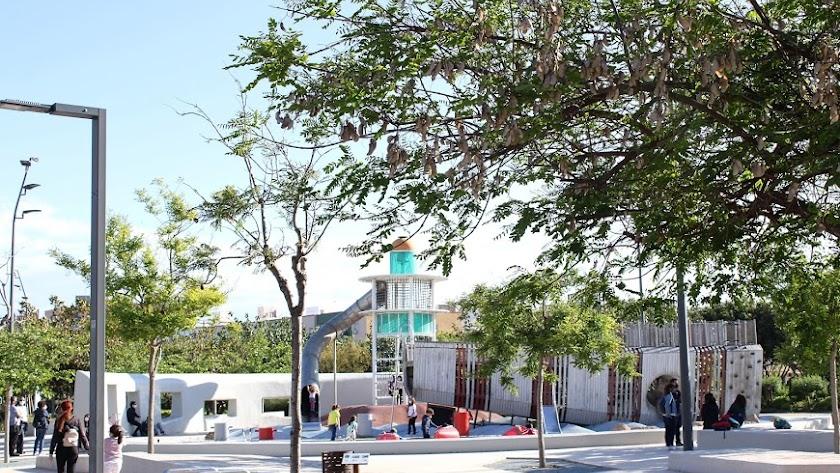 Parque infantil de la plaza de San Pedro, en Almería capital.
