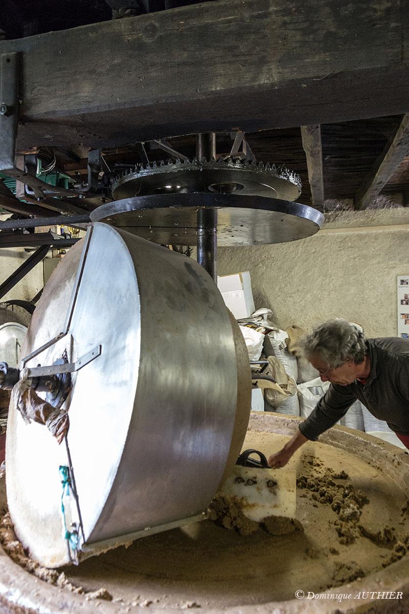 Photo: Il n'y a aucun ajout d'additif, simplement un petit apport d'eau pour ramollir la pâte. Rien d'industriel, que de l'artisanal.