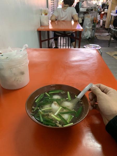 冬至來吃好吃的鹹湯圓。可惜沒用茼蒿,不然就更讚了!