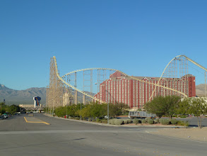 Photo: Hôtel à Primm avec Roller Coaster et Casino, le seul ouvert à des dizaines de km. à la ronde
