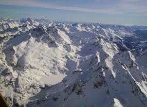 Photo: Lac d'Artouste gelé, le Lurien 2824m à droite, le Palas et le Balaïtous à gauche Cirque des lacs d'Arrémoulit au centre dans l'ombre. Chaîne des pics de l'Enfer en arriére plan.