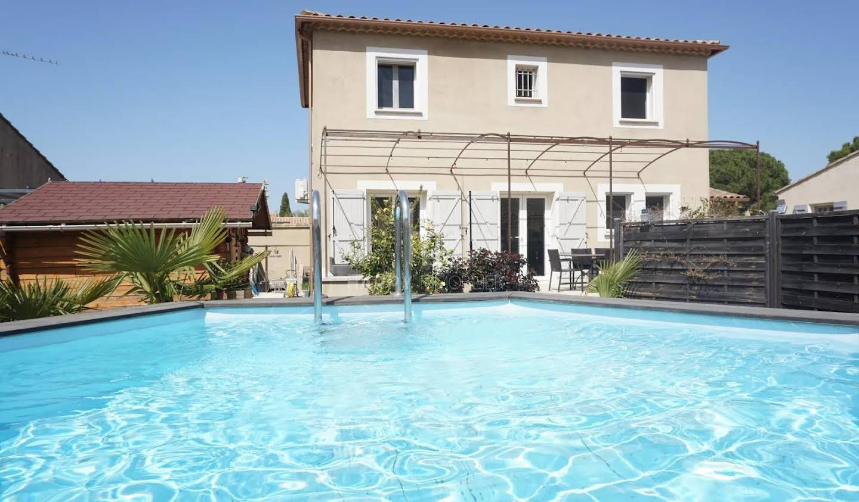 Villa Saint-Etienne-du-Grès