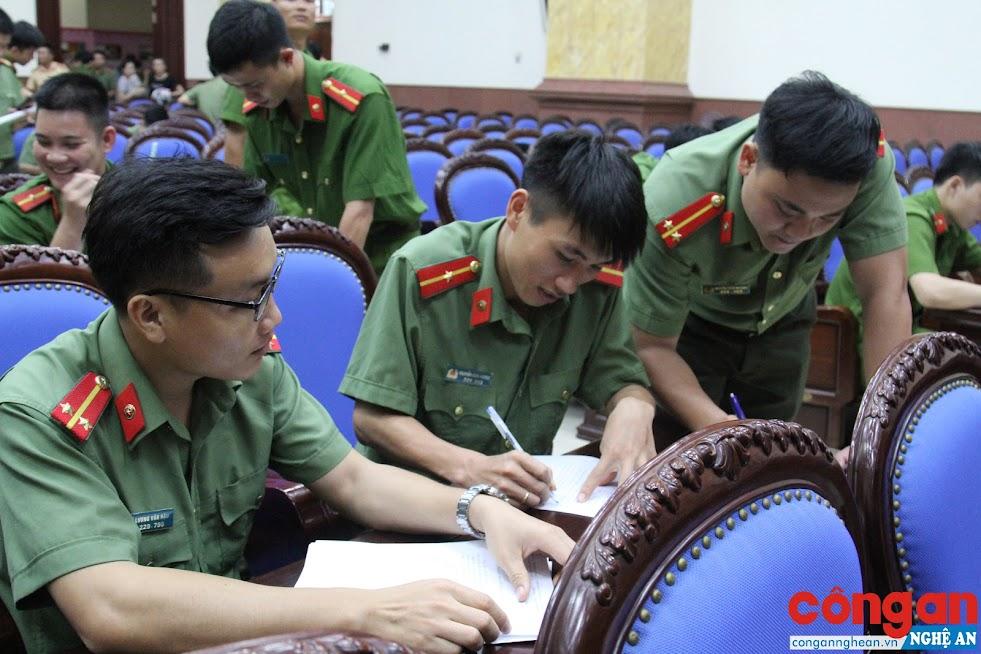 Đoàn viên, thanh niên hăng hái đăng ký tham gia tình nguyện đảm nhận chức danh Công an xã