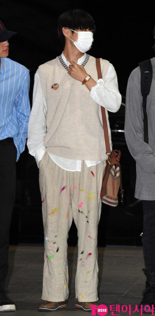 bts v colorful pants 2