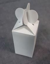 Photo: Caixinha simples com abas coração