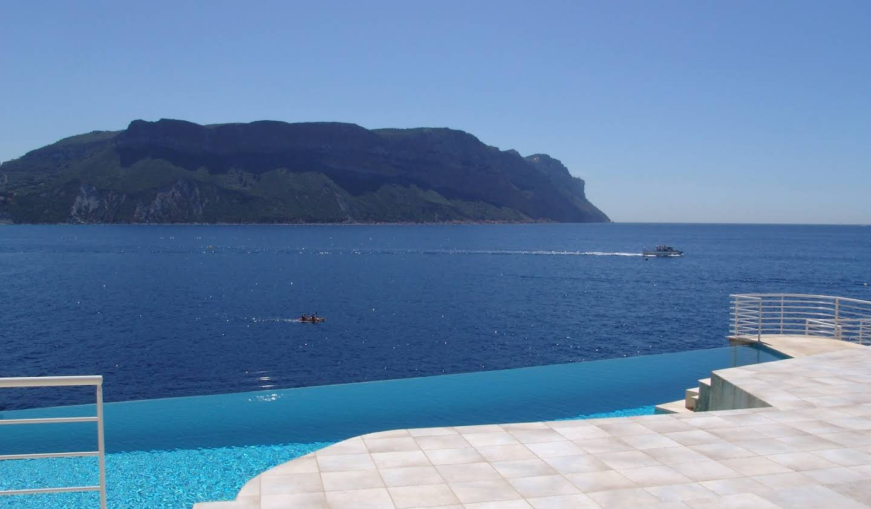 Villa avec piscine en bord de mer Cassis