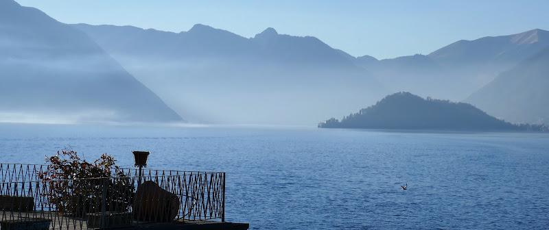 Nebbia sul lago... di Piera