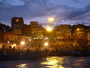 Photo: Pohled na ceremonii z Gangy.