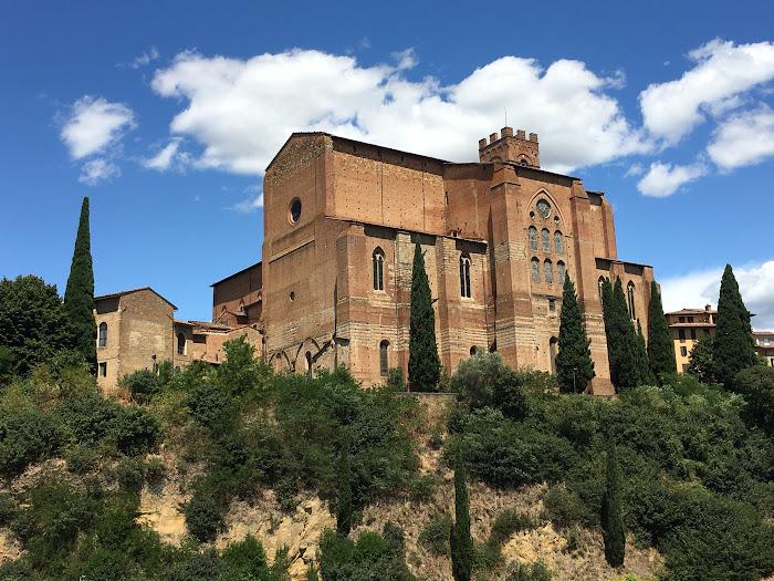 Basilica di San Domenico, Siena, vista dal fonte Fontebranda