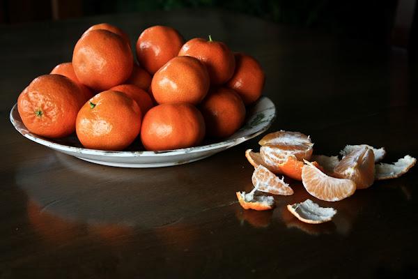 un piatto di mandarini di l'ArTeMiSia