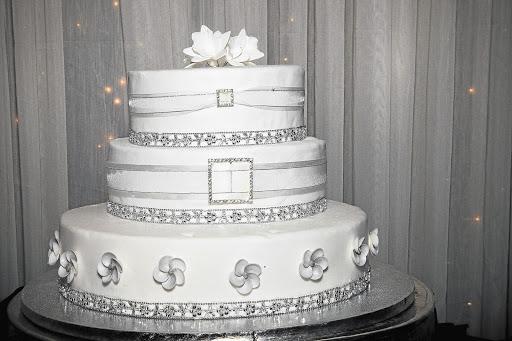 The Three Tier Vanilla And Chocolate Wedding Cake