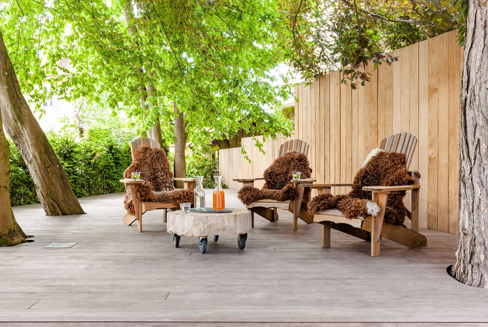 terrassedæk i naturligt træ
