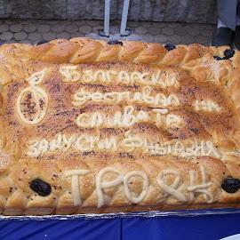Фантазия by Georgi Kolev - Food & Drink Cooking & Baking ( хляб., букви., ден., светлина., сливи. )