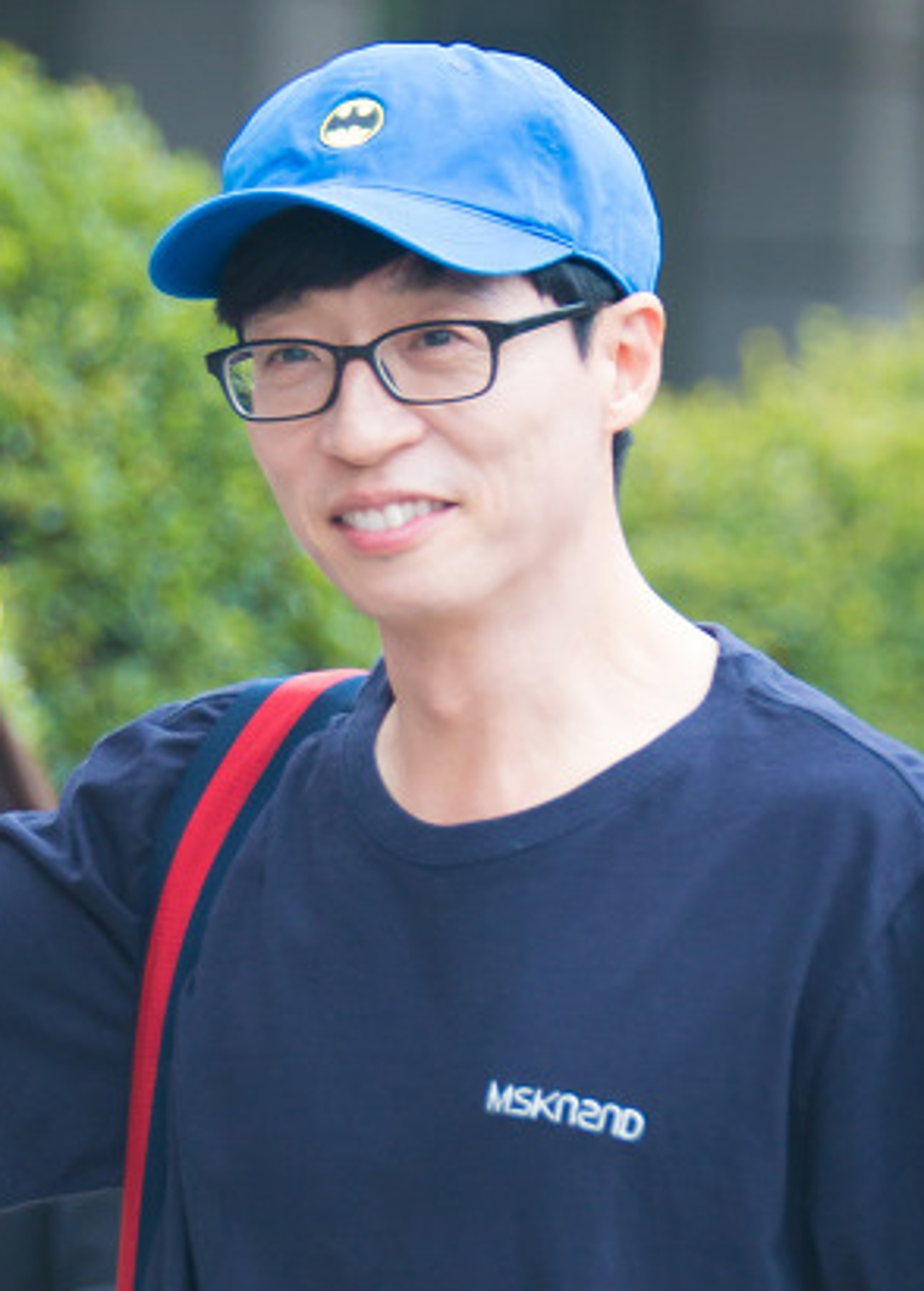 Yoo_Jae_Suk_going_to_work_at_Happy_Together_on_August_19,_2017_(1)