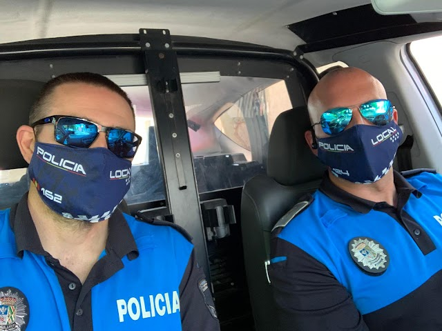 Las primeras mascarillas que realizó José Liria fueron las de la Policía Local de El Ejido.