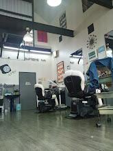 """Photo: 広々とした店内。2階は、奥様が""""美容室""""を経営されてます!"""