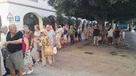 A las 9.30 horas, la cola daba la vuelta por el Real Monasterio de Las Claras.