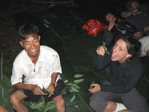 Photo: Tourist try to learn how to making leaf spoon-3 Days Nam Ha Jungle Camp in Luang Namtha, Laos