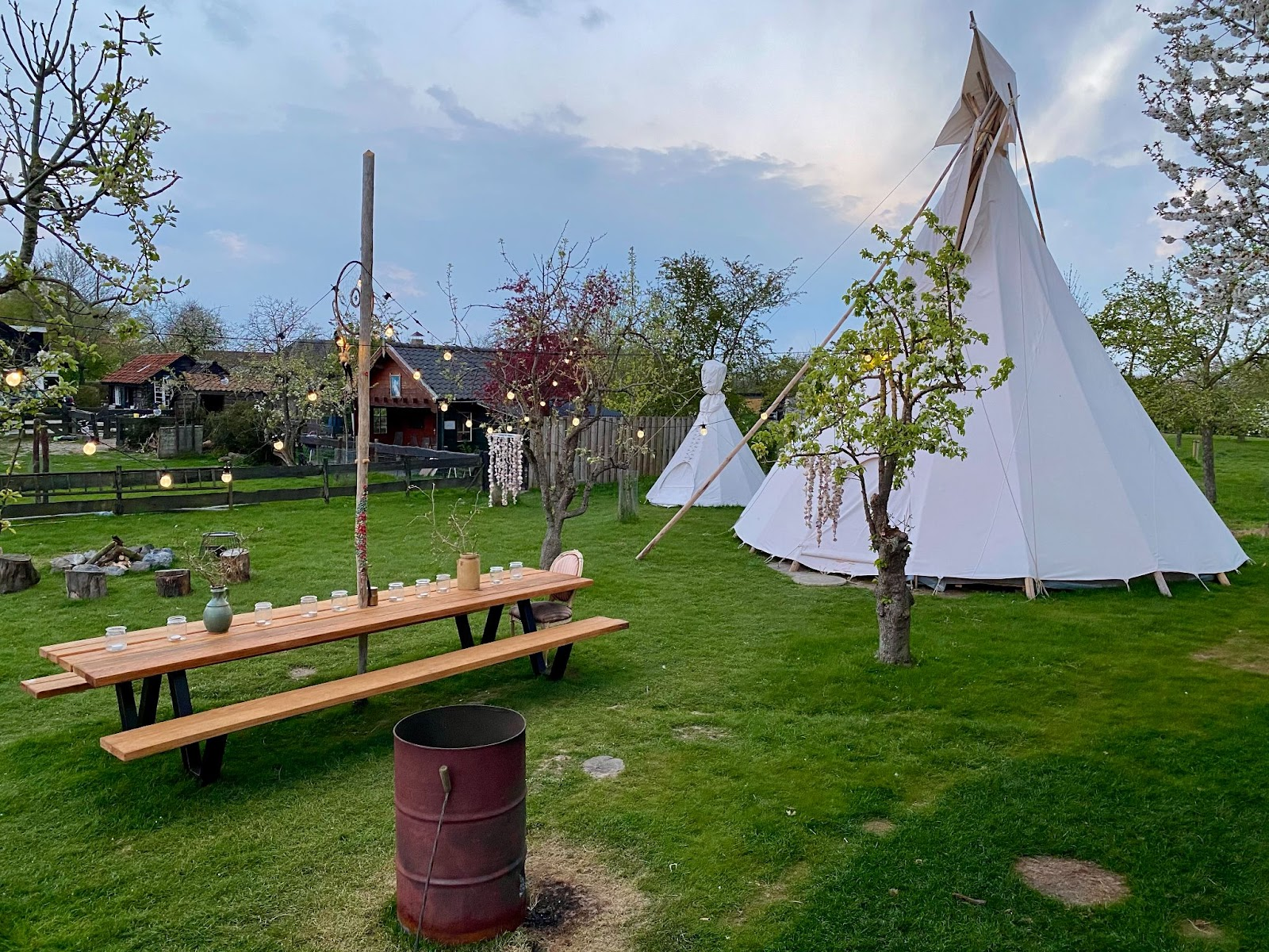 Where to go camping luxurious tipi NL Campspace