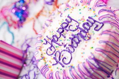 Beatriz FELIZ ANIVERSÁRIO!!! Ist2_5184477_birthday_cake