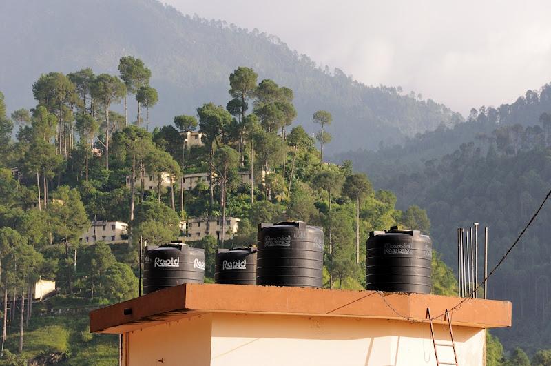 Photo: Systém na ohřev vody v Uttarakashi