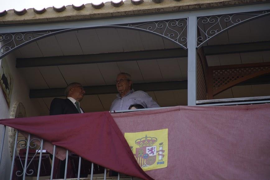 El alcalde de Vera, José Carmelo Jorge, no se perdió esta cita taurina.