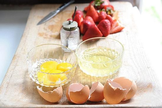 tách lòng trắng trứng