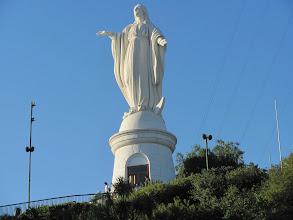 Photo: Santiago de Chile, erster Höhepunkt : cerro St. Cristobal mit  Statue der Jungfrau Maria